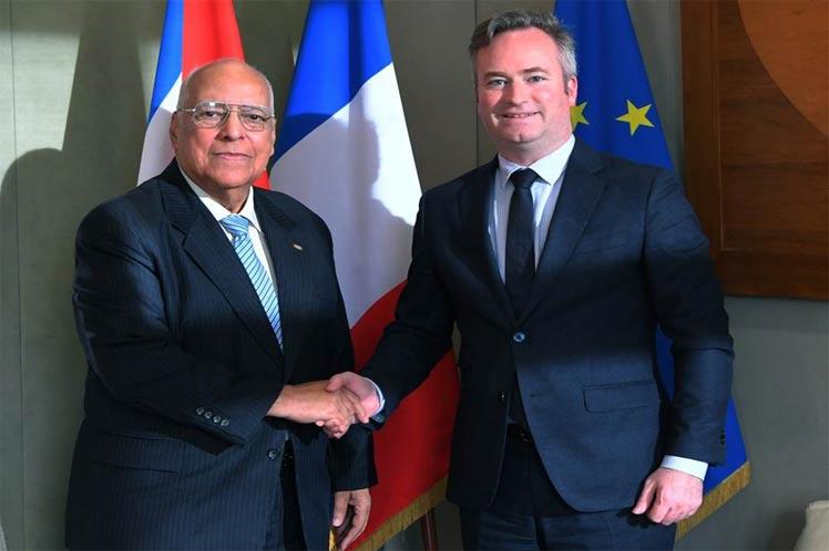 Cabrisas expresó al ministro francés su satisfacción por la marcha de los vínculos entre ambos países. (Foto: PL)