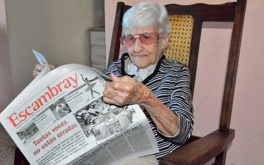 A sus 88 años, Chiquitica reconoce lo que significó la fundación de nuestro periódico para la entonces naciente provincia de Sancti Spíritus. (Fotos: Vicente Brito / Escambray)
