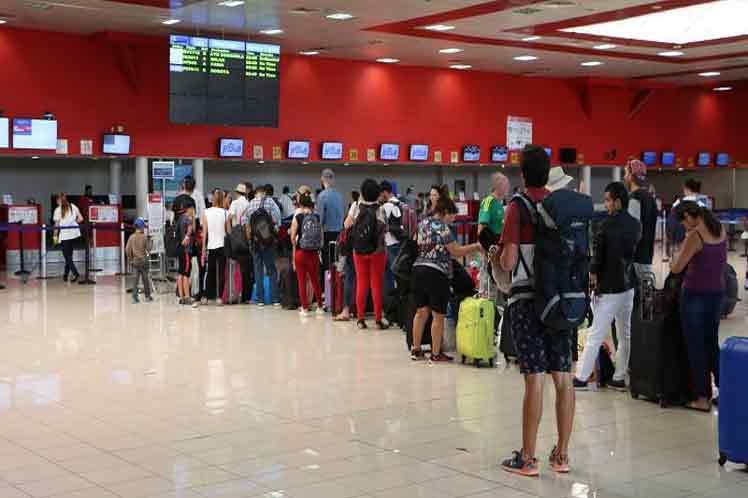 Los ciudadanos cubanos han  incrementado los viajes al extranjero por motivos personales. (Foto: PL)