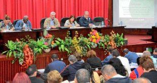 La máxima dirección del país sostiene un intercambio con los cuadros para el chequeo del avance hacia las metas de Autoabastecimiento Territorial. (Presidencia Cuba)