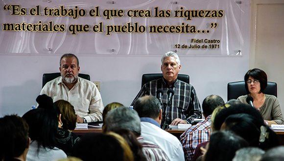 El presidente cubano abogó por un Ministerio del Trabajo sin trabas. (Foto: Abel Padrón Padilla/Cubadebate)