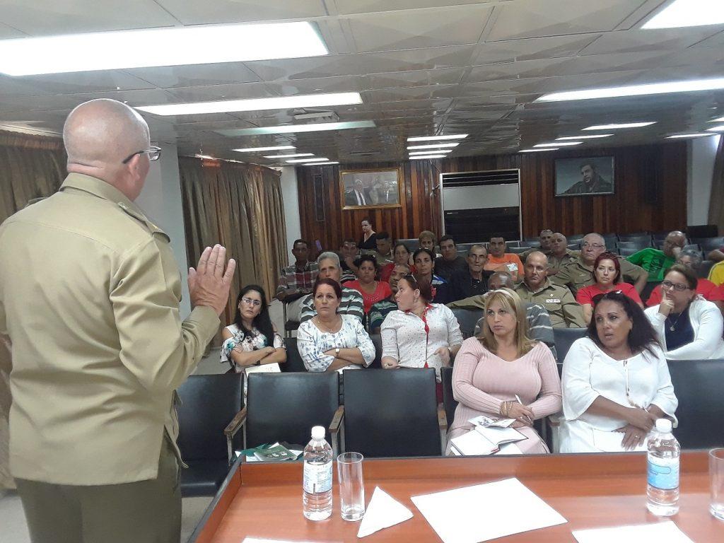 El estudio de las normativas del Sistema de Defensa Civil fueron presentadas en la sede del Gobierno Provincial. (Foto: Luis Herrera / Escambray)