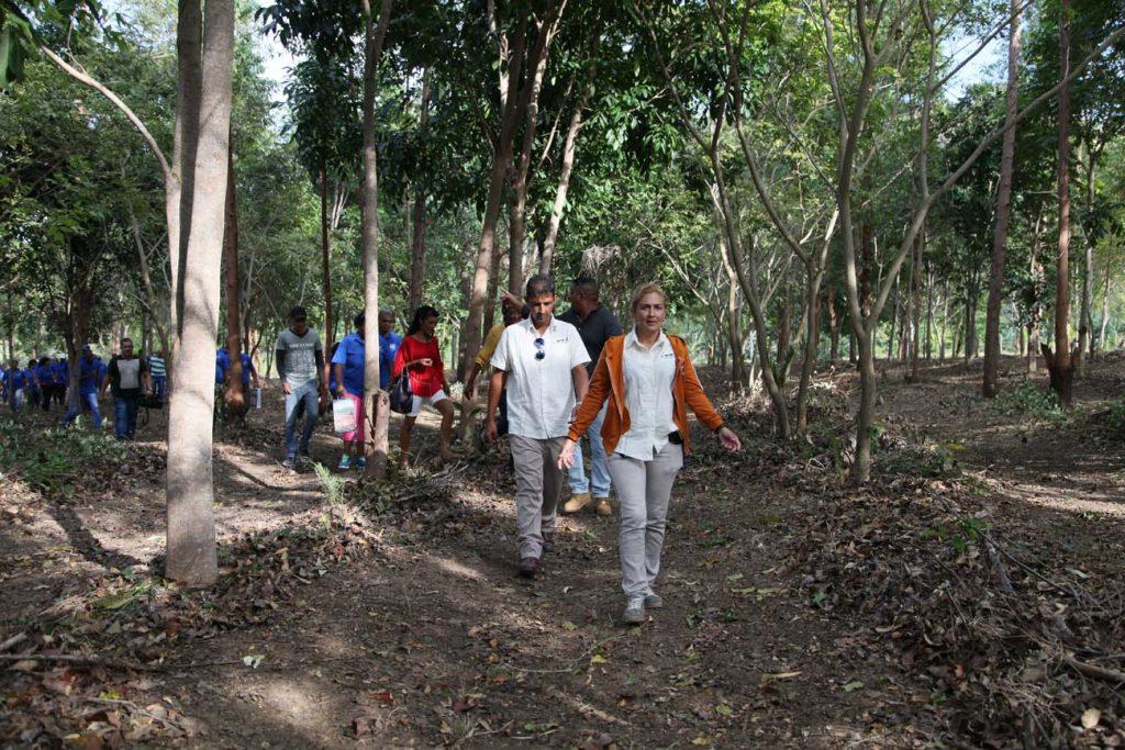 Delegados a la Asamblea Municipal del Poder Popular y otros invitados participaron en la siembra del árbol 506, por al nuevo cumpleaños de la Villa.