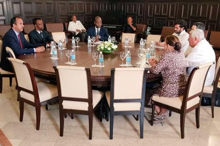 El dirigente africano sostuvo un encuentro con parlamentaros cubanos en el Capitolio nacional. (Foto: PL)