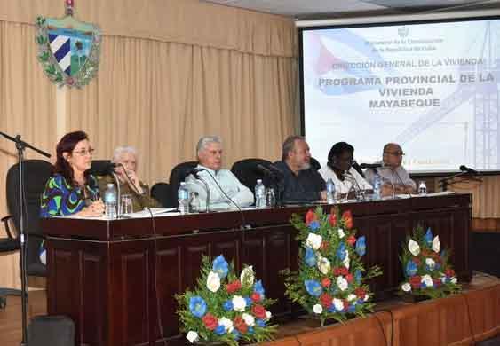 El presidente cubano encabezó la visita gubernamental a Mayabeque. (Foto: Estudios Revolución)