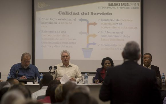 El presidente cubano consideró que el sistema bancario de la isla es crucial en las prioridades del país. (Foto: Ismael Francisco / Cubadebate)
