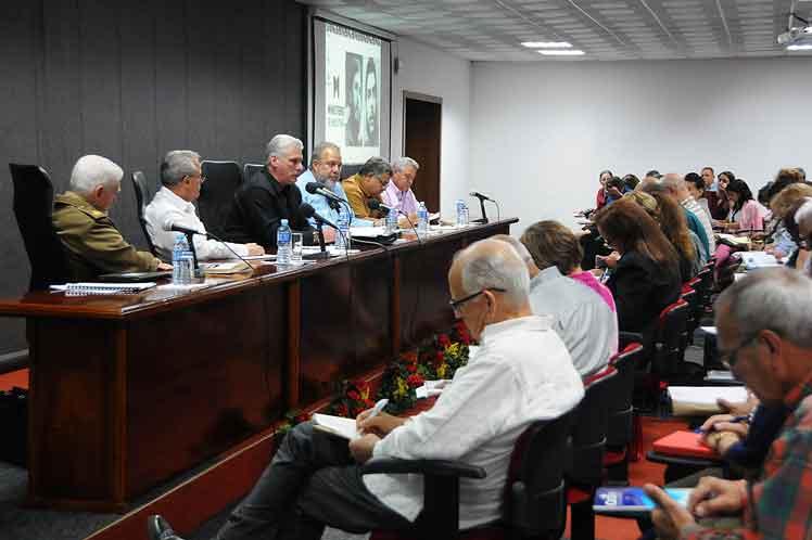 El presidente cubano resumió el balance de la labor realizada por el Ministerio de Industrias en  2019. (Foto: PL)