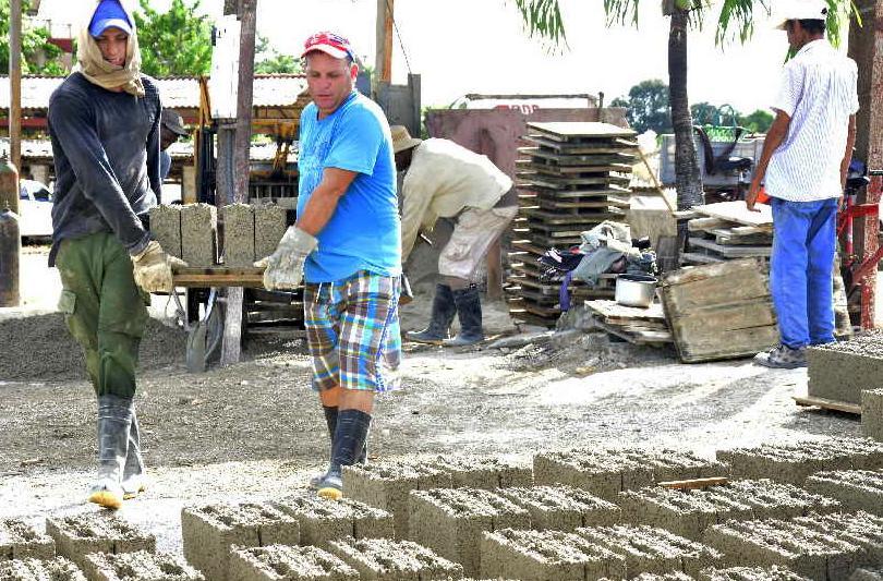 sancti spiritus, economia cubana, materiales de la construccion, construccion de viviendas