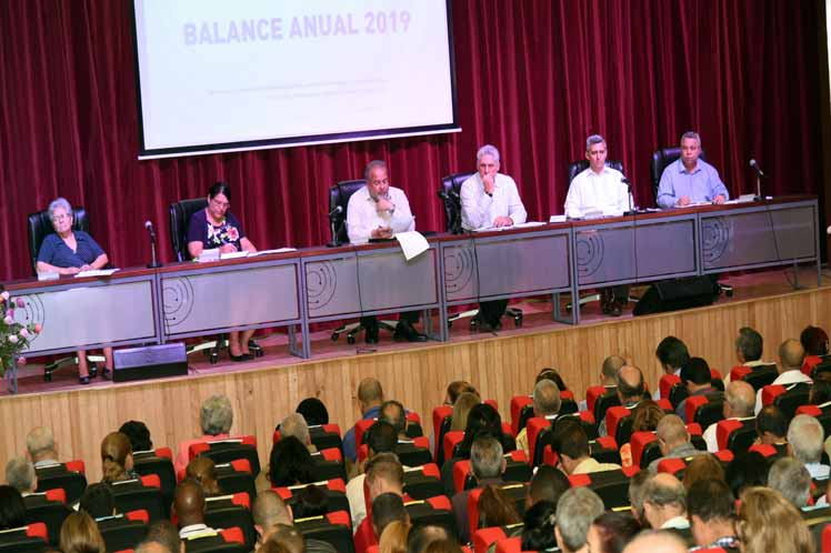El presidente cubano Miguel Díaz-Canel encabezó el balance del Ministerio de Comunicaciones. (Foto: PL)