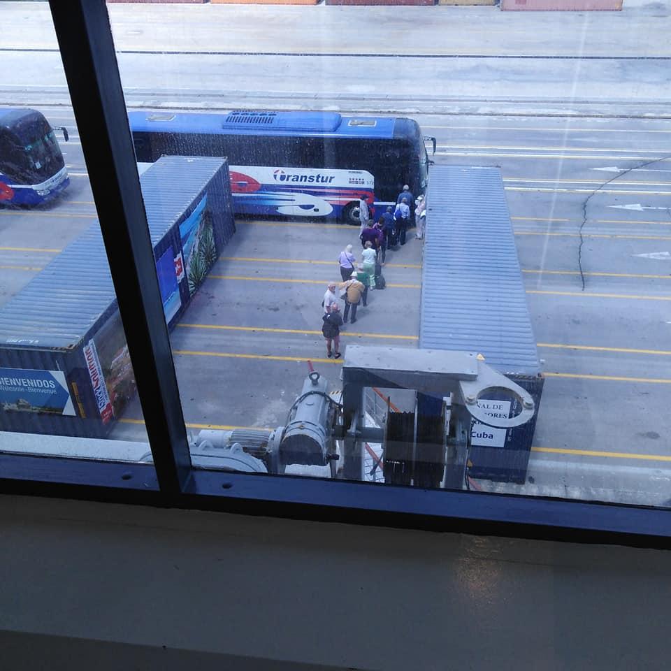 Extremas medidas de seguridad se cumplen durante el proceso de evacuación. (Foto: Anthea Guthrie)