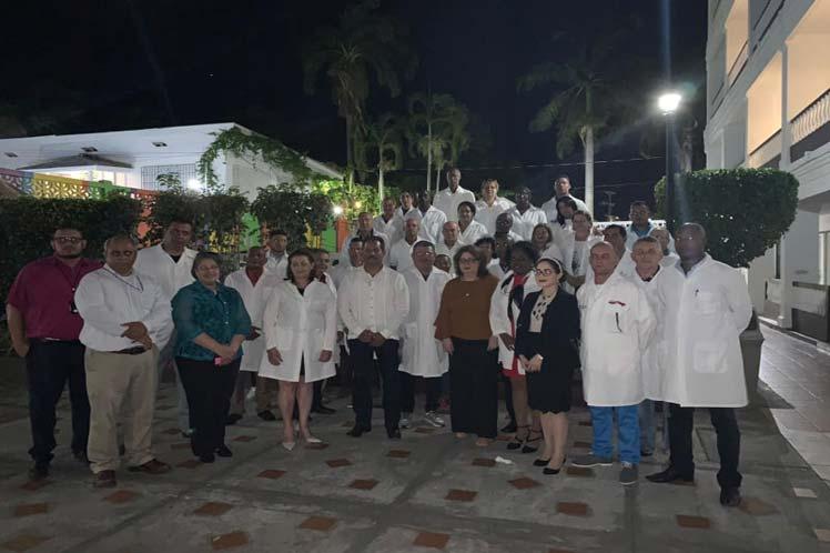Recibimiento al primer grupo de la brigada médica cubana a su llegada a Belice. (Foto: PL)