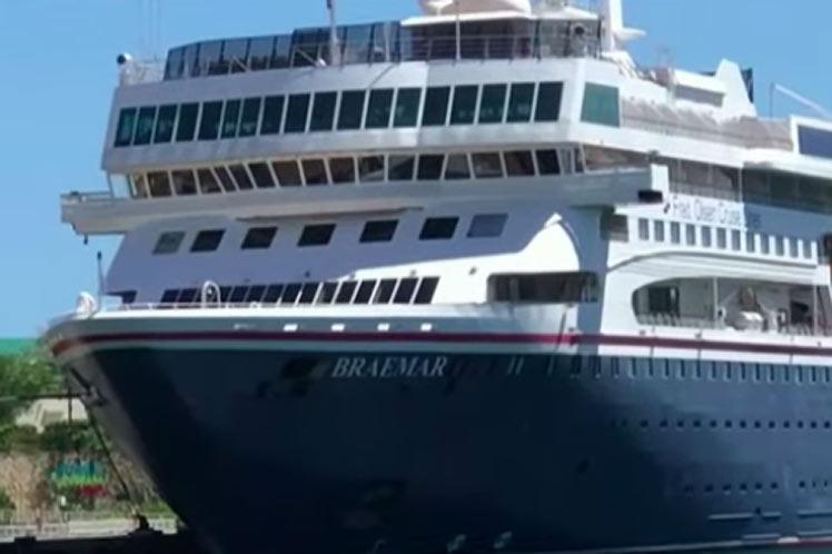 El barco irá a puerto en las primeras horas del miércoles, una  vez que los cuatro aviones hayan llegado a Cuba. (Foto: PL)