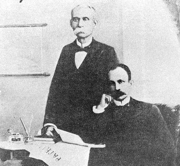 Martí y Gómez en marzo de 1895, con el último número de Patria recibido en República Dominicana.