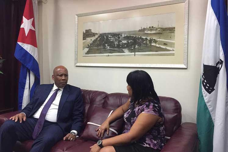 La viceministra de Relaciones Exteriores Anayansi Rodríguez recibió al distinguido visitante. (Foto: PL)