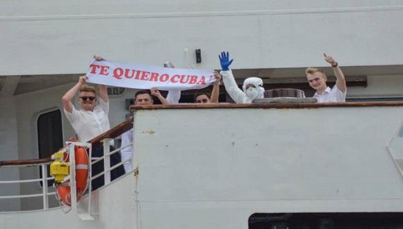 Desde el crucero se hizo explícito el agradecimiento a Cuba por su solidaridad. (Foto: Ricardo López Hevia)
