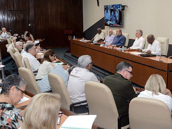Díaz-Canel alertó que el plan está orientado a evitar que entre la enfermedad al país y, si eso ocurriera, atenuar afectaciones. (Foto: Estudios Revolución)