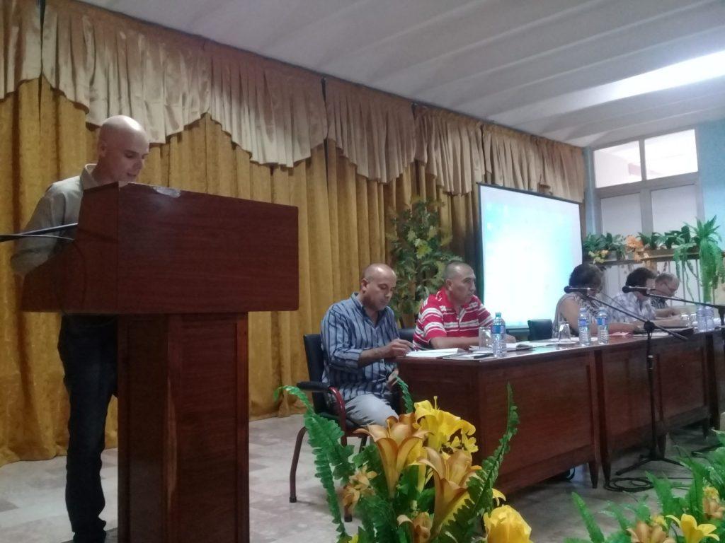 Alexey Cervera Rodríguez, ratificado como secretario general del Comité del Partido, presentó el informe de balance. (Fotos: Delia Proenza / Escambray)