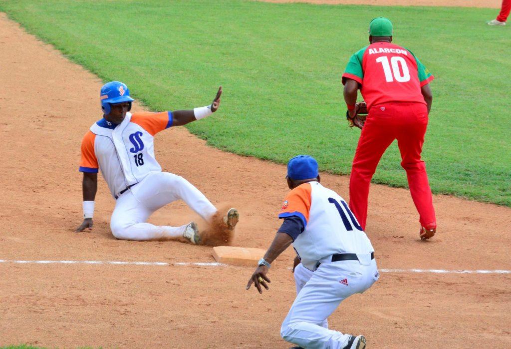 El mayor impacto ha sido la suspensión de la Serie Nacional de Béisbol.