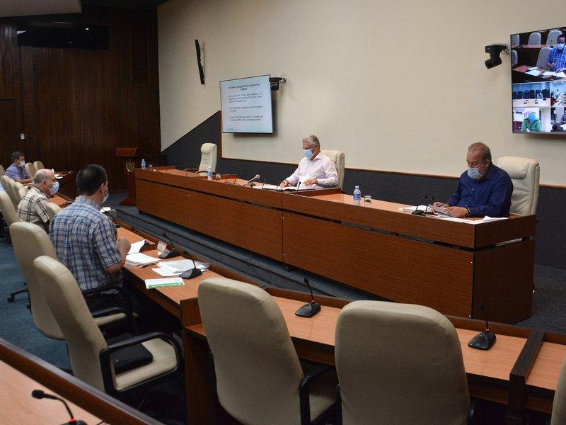 A través de videoconferencia, Díaz-Canel y Manuel Marrero encabezaron un nuevo encuentro para dar seguimiento al Plan para la prevención de la COVID-19. (Foto: Estudios Revolución)