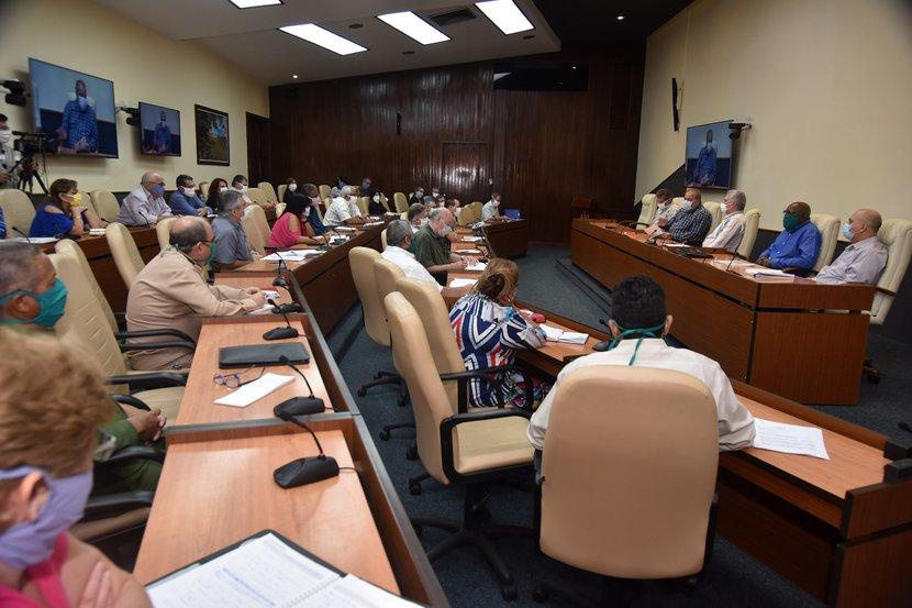 Todo lo que se está haciendo es precisamente para salvar las vidas, aseguró el presidente cubano. (Foto: Estudios Revolución)
