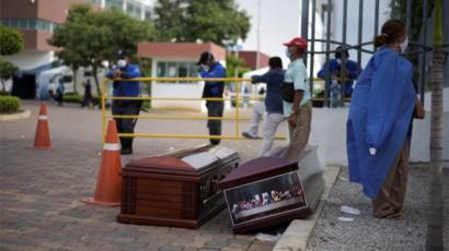 Guayaquil tiene más muertos que naciones enteras, dijo Correa tras apuntar que  la crisis es terrible y ha sido mal manejada. (Foto: BBC)