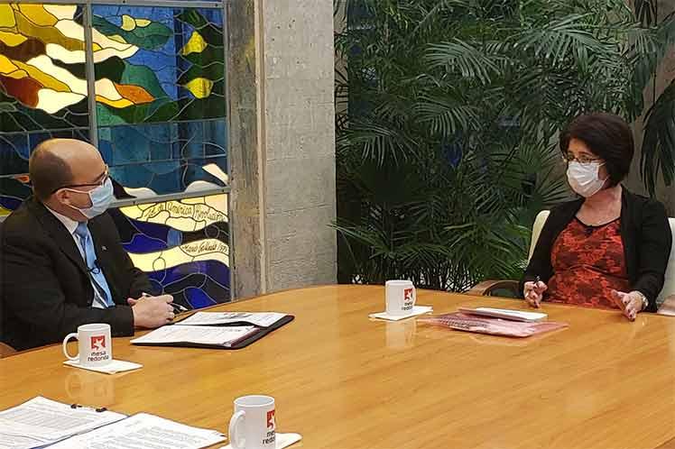La ministra cubana de Trabajo y Seguridad Social, Marta Elena Feitó, intervino en el espacio radiotelevisado Mesa Redonda. (Foto: Twitter @PresidenciaCuba)