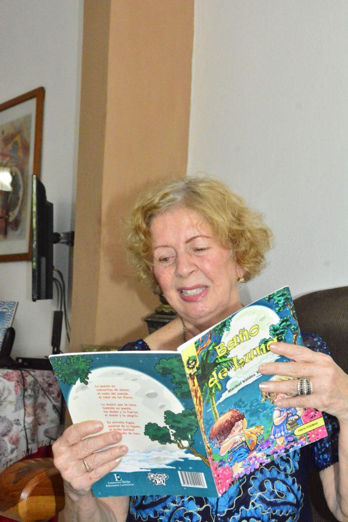 Maestra y escritora de literatura para niños, esta espirituana se sumó al homenaje a quienes en cualquier lugar del mundo enfrentan la pandemia de COVID-19.