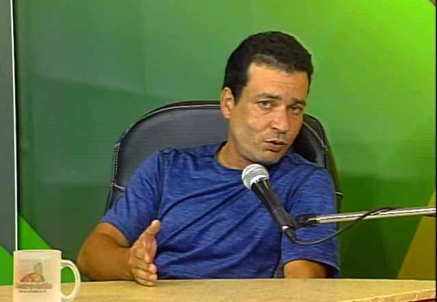 Yaikel Miguel Méndez Orellana, este último director de Planificación Física en el municipio de Sancti Spíritus.  (Foto: Tomada de Centrovisión)