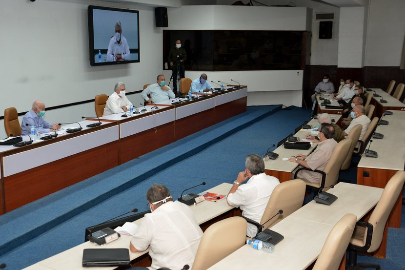 Díaz-Canel encabezó la reunión extraordinaria del Consejo de Ministros, que estuvo conducida por Manuel Marrero Cruz. (Foto: Estudios Revolución)