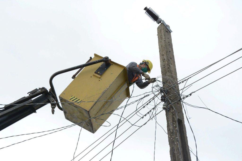Los eventos meteorológicos provocaron afectaciones eléctricas en tres municipios de la provincia. (Foto: Vicente Brito / Escambray)