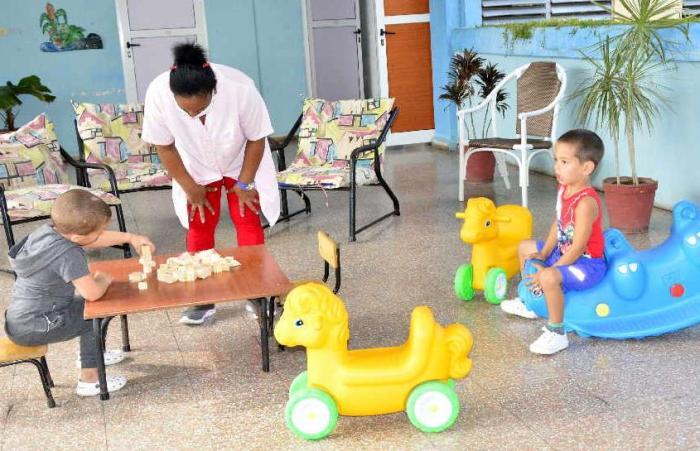 De los 33 círculos infantiles existentes en la provincia, en estos momentos prestan servicio 15. (Foto: Vicente Brito / Escambray)