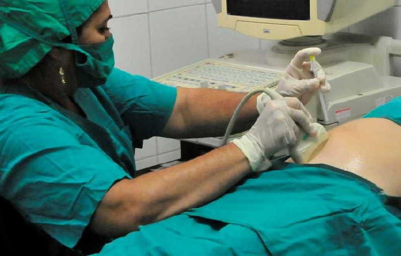 Las embarazadas reciben como mínimo 10 consultas y se les realizan ultrasonidos y análisis complementarios. (Foto: Vicente Brito / Escambray)