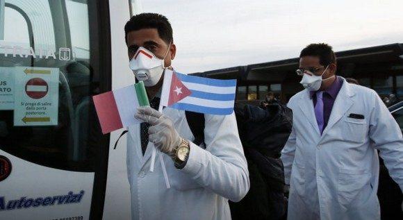 Cuba tiene desplegados en 24 países dos mil 300 profesionales de la salud, que luchan contra la pandemia. (Foto: Cubadebate)
