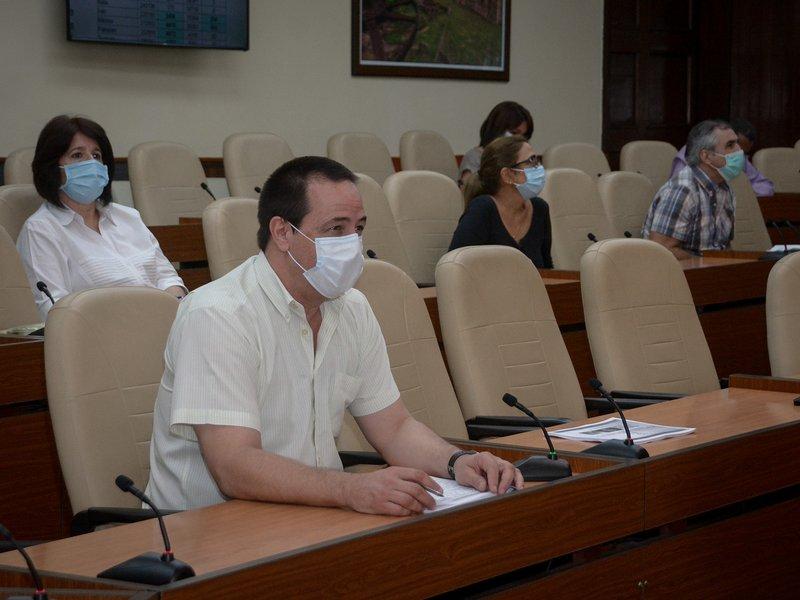 La tendencia en Cuba sigue marcando el camino a la disminución en la mayoría de los indicadores sanitarios, aseguró el ministro José A. Portal. (Foto: Estudios Revolución)
