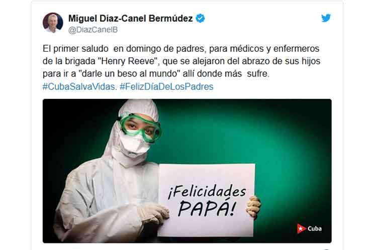 Díaz-Canel  dirigió su primer saludo a médicos y enfermeros de la brigada  internacionalista Henry Reeve. (Foto: PL)