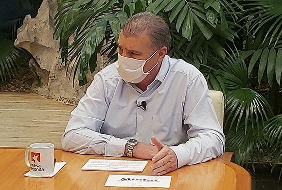 Tanto en los hoteles como en el campismo se establecerá vigilancia clínico-epidemiológica de los clientes, aseguró el ministrod e Turismo. (Foto: Presidencia Cuba)