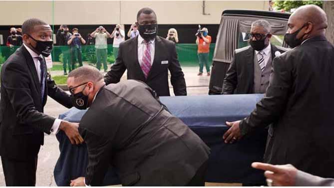 Tras el funeral de este jueves,  el cuerpo de Floyd será trasladado a Raeford, Carolina del Norte, donde  nació hace 46 años. (Foto: PL)