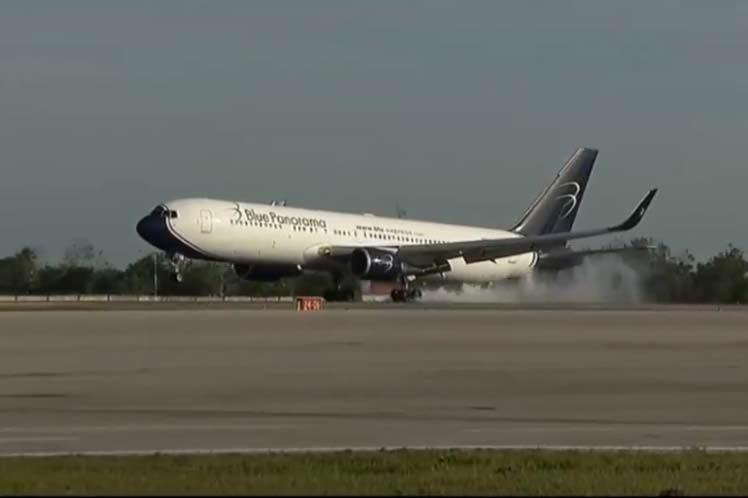 El personal partió desde el aeropuerto de Malpensa, el principal de Milán, capital de la región de Lombardía y arribó a La Habana a 18:45, hora local. (Foto: PL)