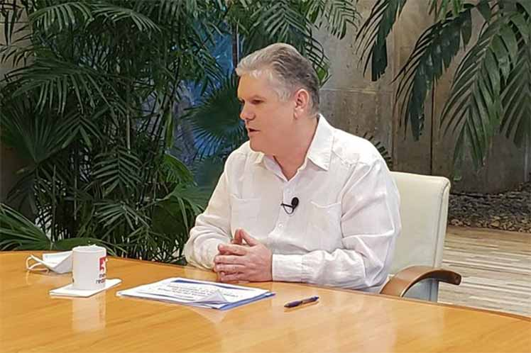 Alejandro Gil explicó que esa política permite mayor autonomía a las localidades para impulsar proyectos socio-productivos. (Foto: @PresidenciaCuba)