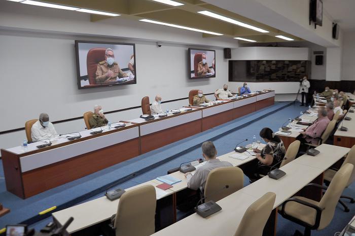 Presidido por su Primer Secretario, Raúl Castro sesionó este martes el Buró Político del Comité Central del PCC. (Foto: Estudios Revolución)