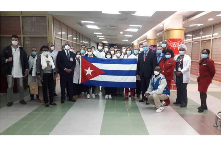 La llegada de los médicos cubanos tuvo una positiva repercusión en la  prensa keniana. (Foto: sitio CubaMinrex)