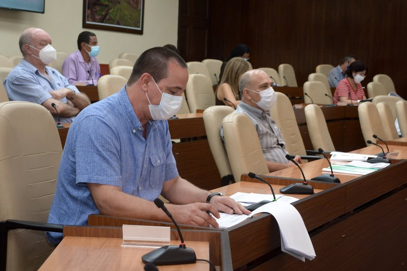 El ministro de Salud Pública, José Angel Portal, confirmó que se retoma la tendencia a conferir más altas médicas que ingresos. (Foto: Estudios Revolución)