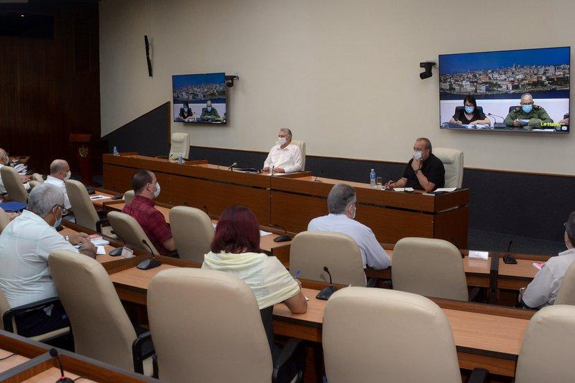 En el encuentro de este martes, El ministro de Salud Pública destacó que en estos momentos el 94 por ciento de los pacientes de la isla se recuperaron. (Foto: Estudios Revolución)