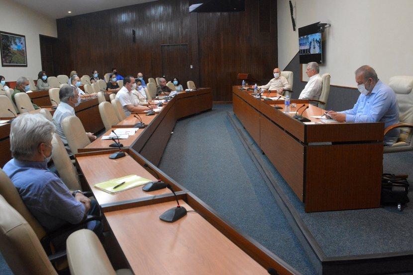 El presidente cubano calificó como una heroicidad la labor de nuestros científicos y el personal de Salud. (Foto: Estudios Revolución)