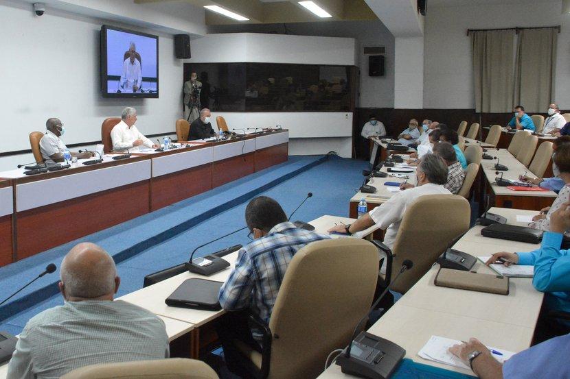 El presidente cubano encabezó un nuevo encuentro con científicos y expertos para la soberanía alimentaria y nutricional. (Foto: Estudios Revolución)