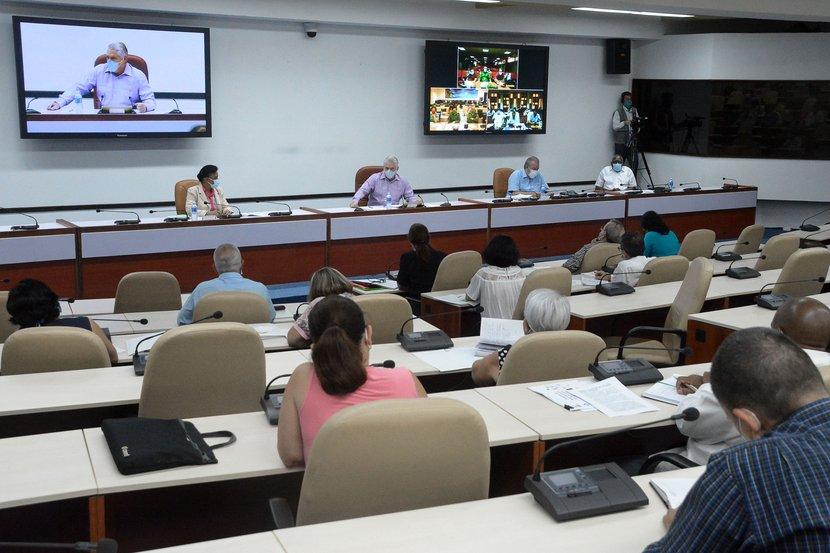 Díaz-Canel destacó la participación que deben tener nuestras universidades en el funcionamiento de las entidades del país. (Foto: Estudios Revolución)
