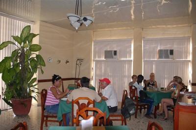 Debemos lograr que la gastronomía sea atractiva por sus  servicios, recalcó la ministra Betsy Díaz. (Foto: Escambray)