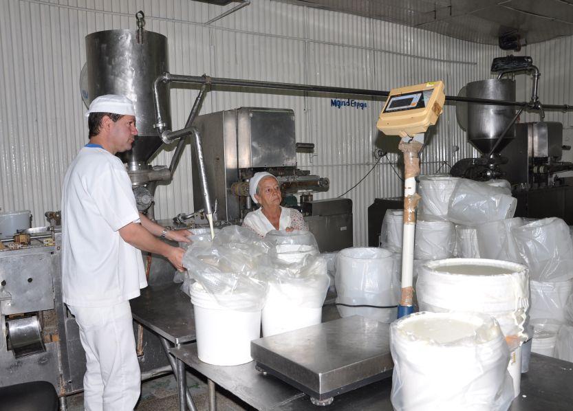 La Industria Láctea cumple la mayoría de los surtidos que dependen de la leche de vaca. (Foto: Vicente Brito/ Escambray)