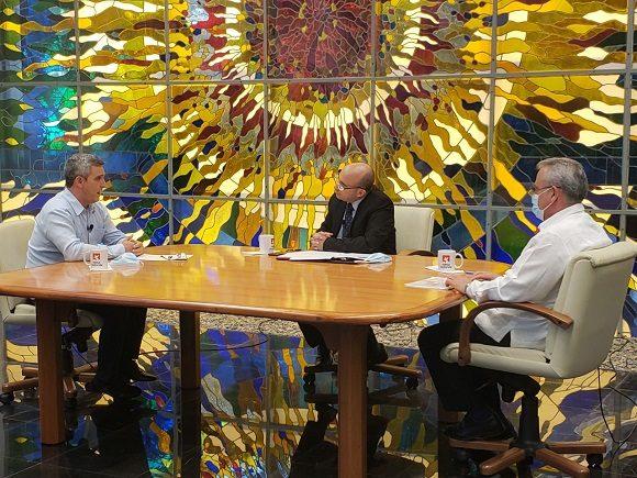 Los ministros de Comunicaciones e Industrias intervinieron este miércoles en el programa televisivo Mesa Redonda. (Foto: PresidenciaCuba)