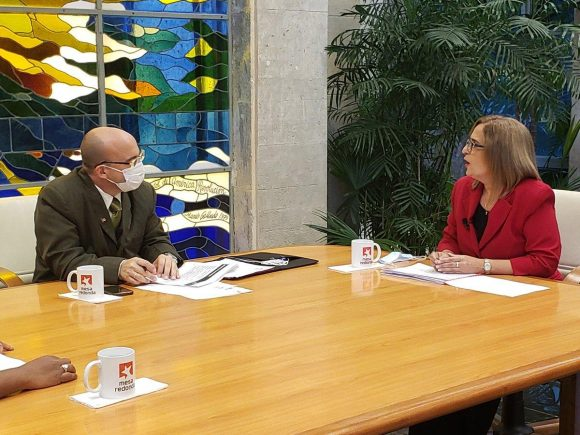 La información fue brindada por la ministra de Finanzas y Precios Meisi Bolaños en el programa televisivo Mesa Redonda. (Foto: Cubadebate)